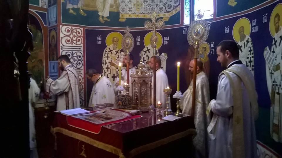 Света архијерејска литургија у Хртковцима