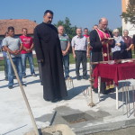Освештан темељ за парохијски дом у Карловчићу
