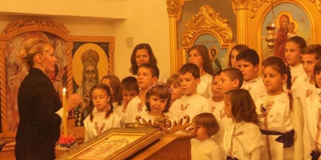 """Пећинци: Обележена годишњица постојања дечијег црквеног хора """"Вера, Нада, Љубав"""""""