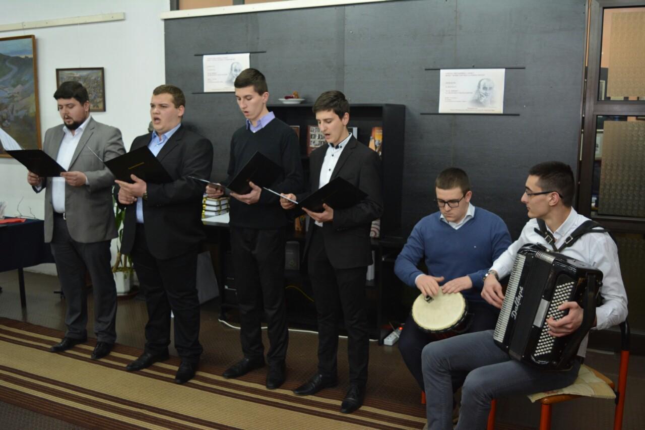 Етно група Карловачке богословије у иришкој читаоници