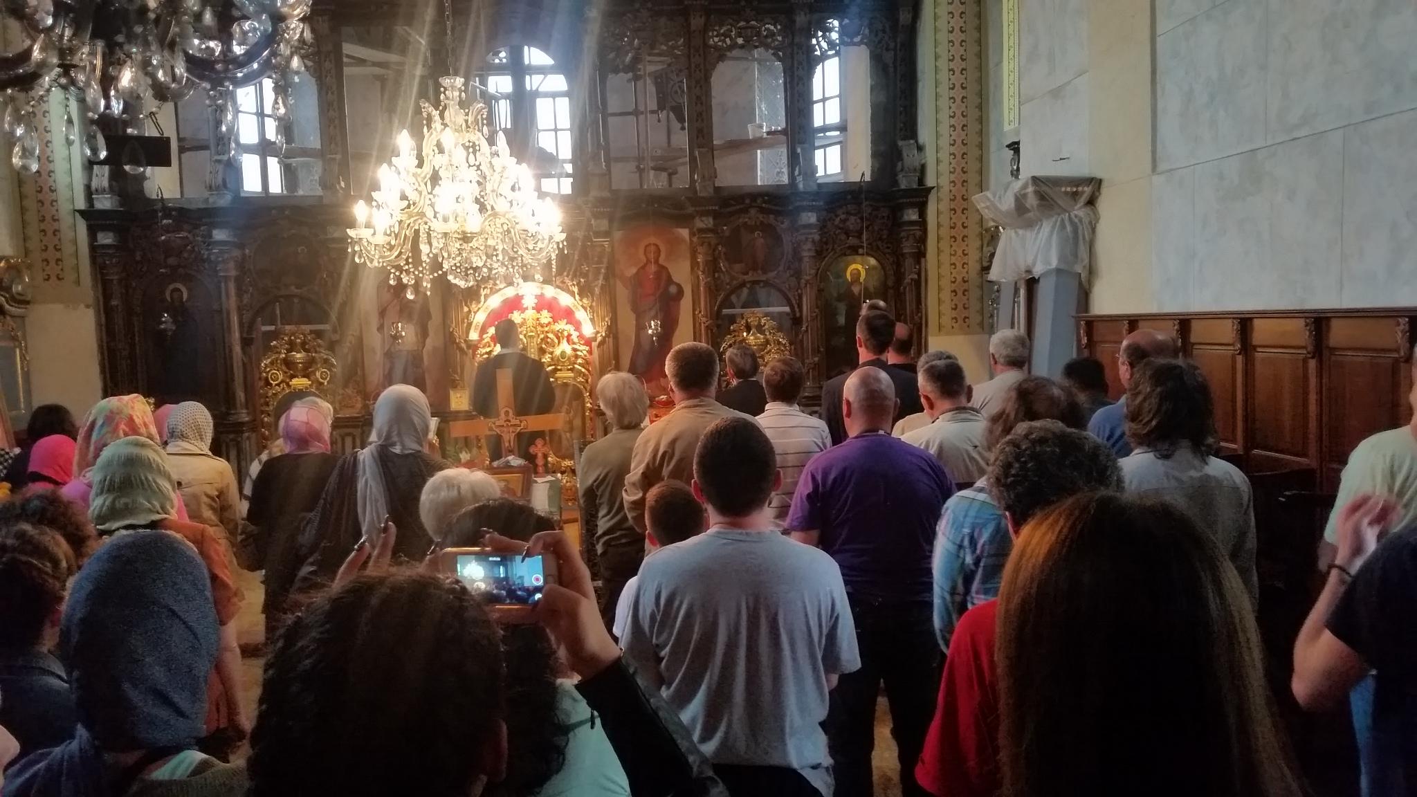 Честица моштију Светог Нектарија Егинског у храму Свете Петке у Сурчину