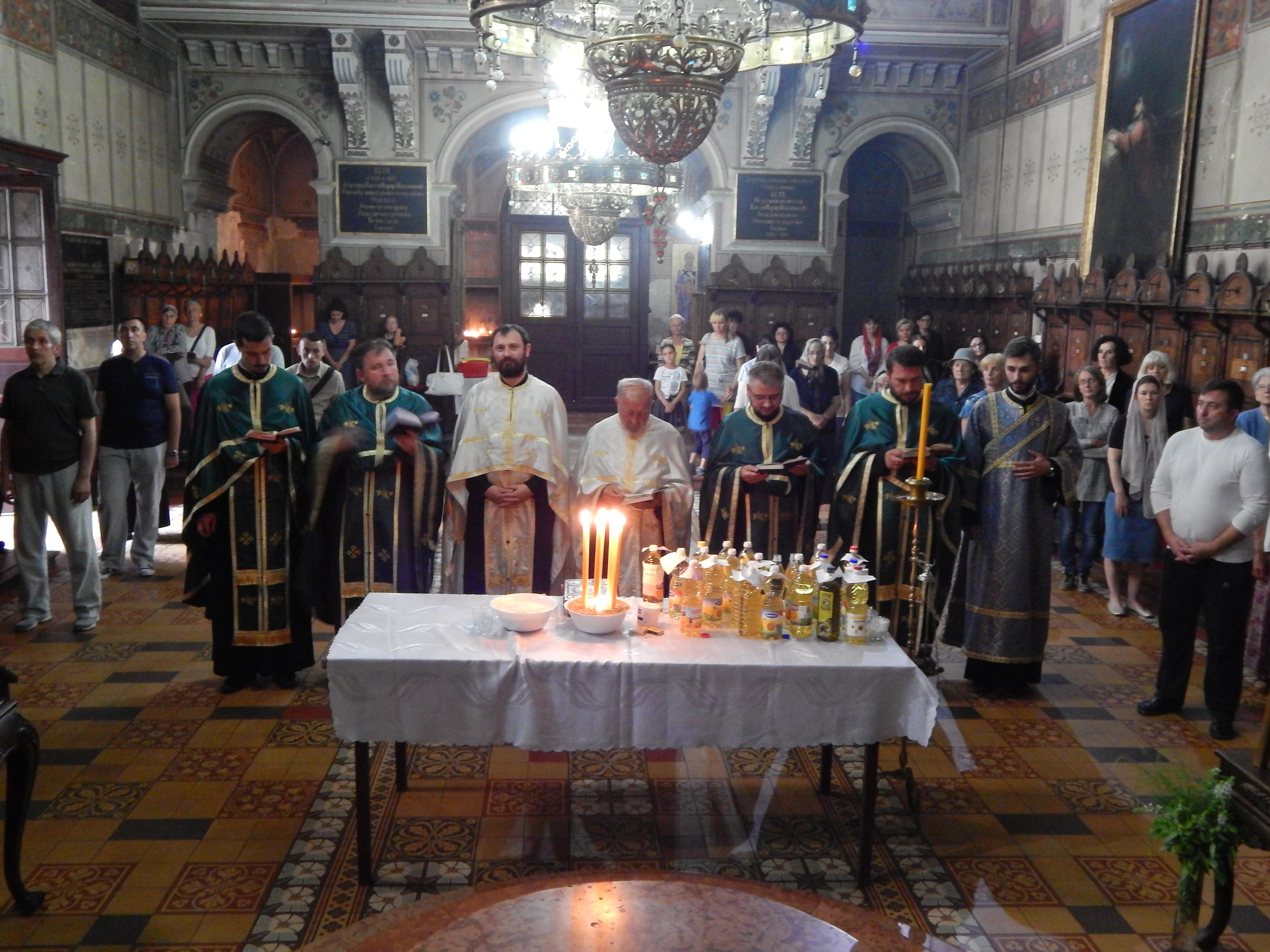 Света тајна јелеосвећења у румском Храму силаска Светог Духа на апостоле
