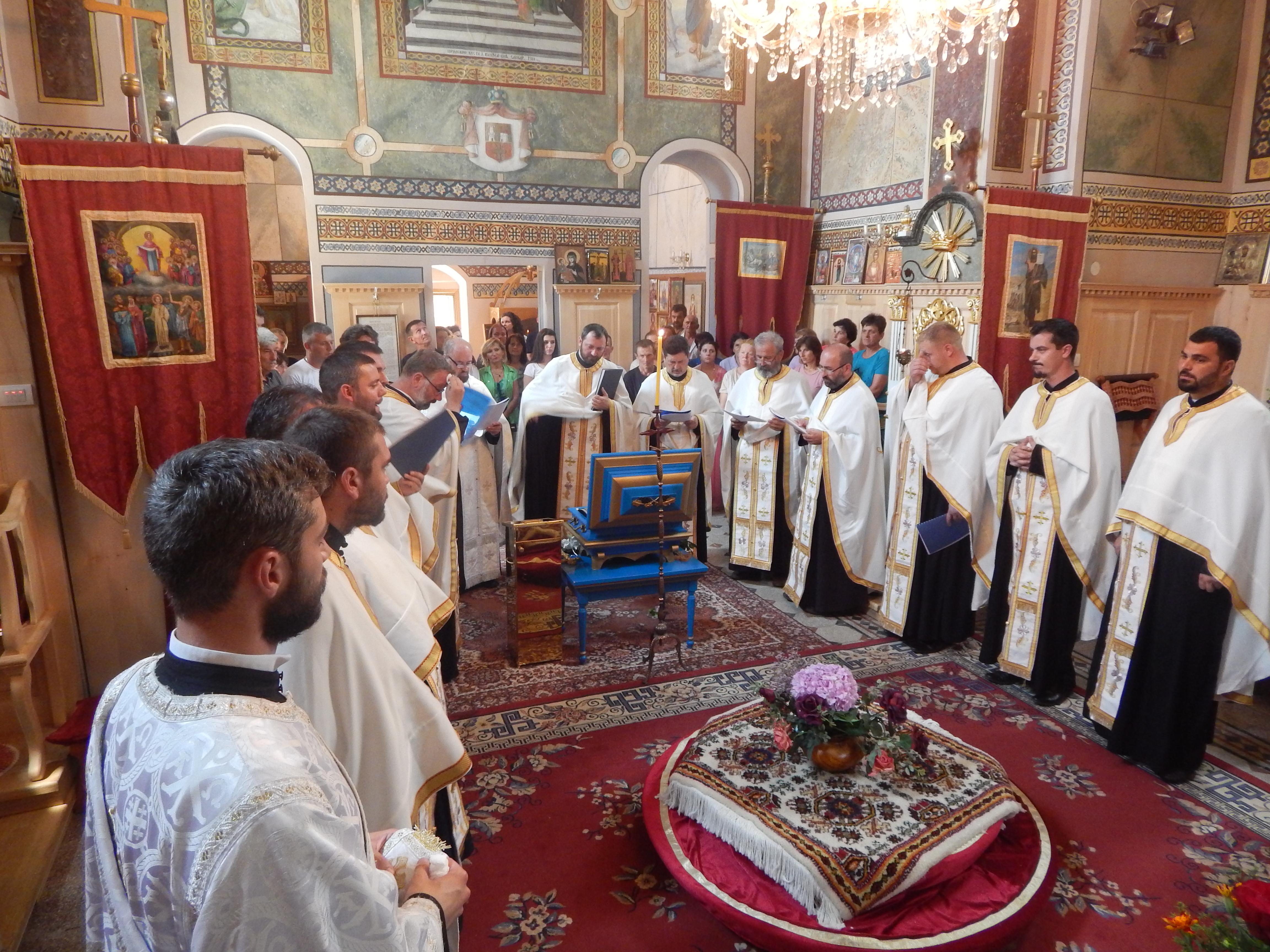Мошти Свете Ангелине у манастиру Мала Ремета