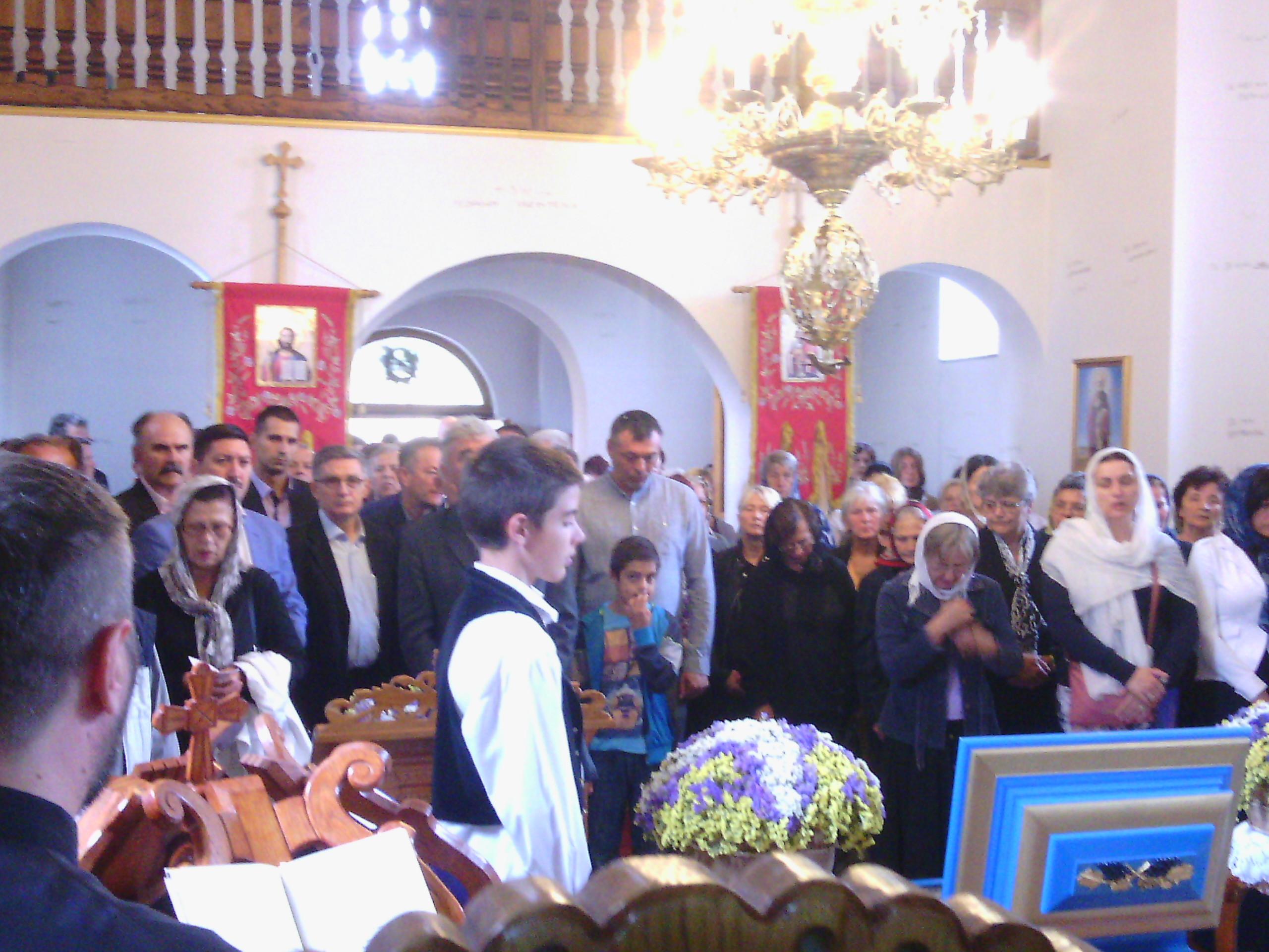 Свете мошти у Храму Светога Георгија у Инђији