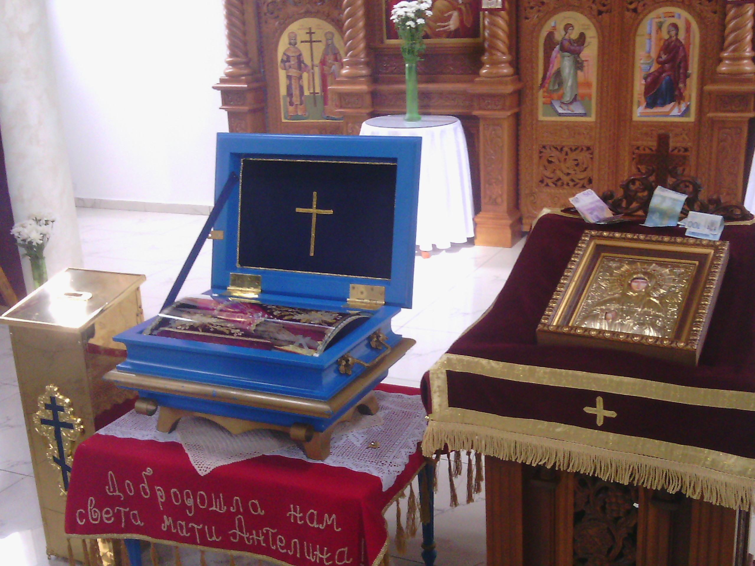 Свете мошти у Храму св. царева Константина и Јелене у Инђији