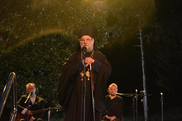 Епископу сремском Г. Василију поводом тридесет година на трону епископа сремских, РТВ је уручио поклон у манастиру Крушедол 11. августа, 2016.