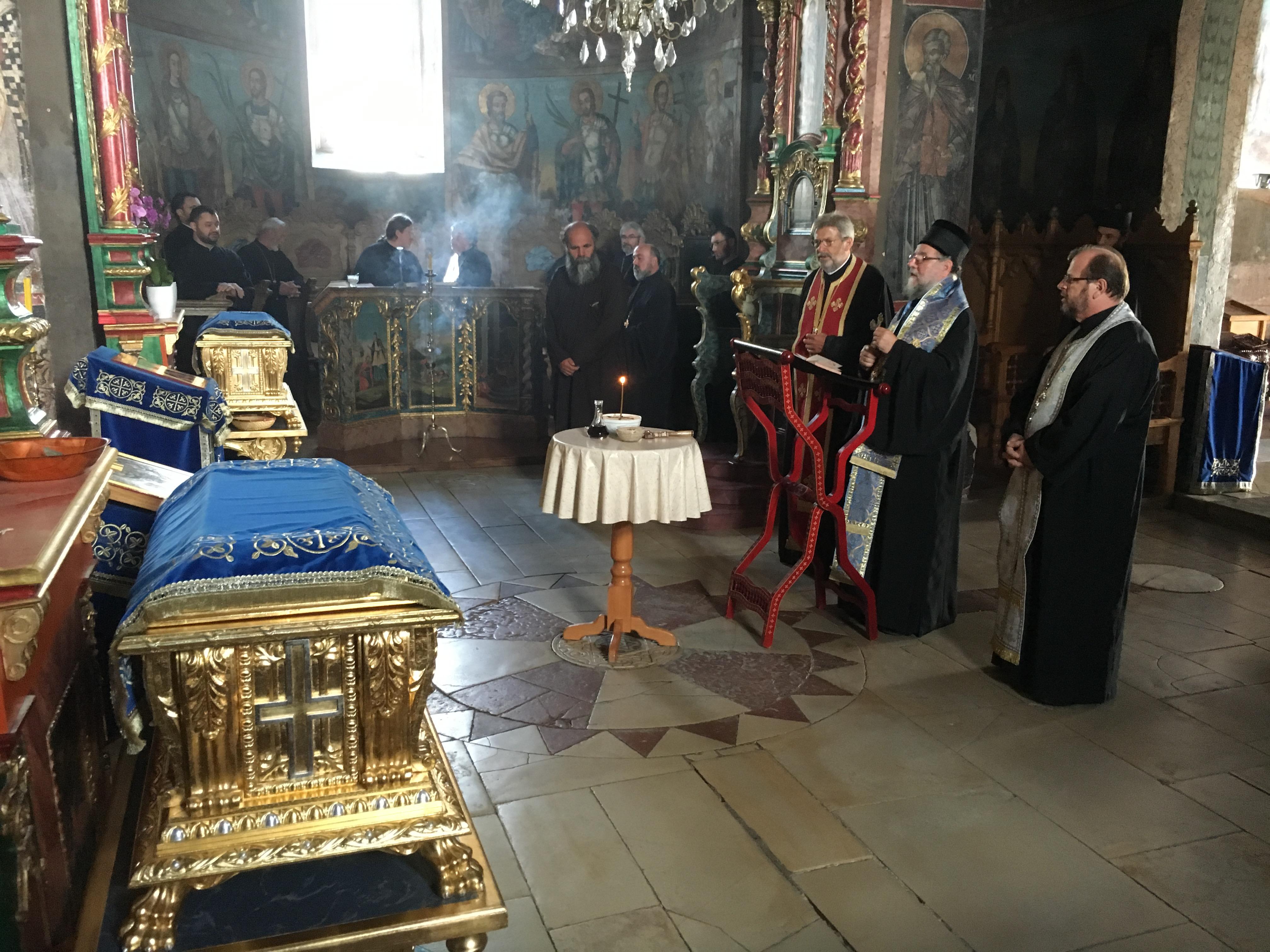 Владика Василије служио парастос у Крушедолу