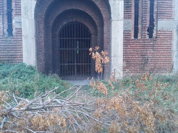Непозната лица провалила у храм Христа Спаса у Приштини и подметнула у њему ватру