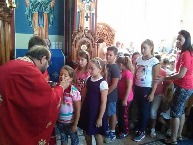 Света Литургија у Новој Пазови и молебан на почетку школске године