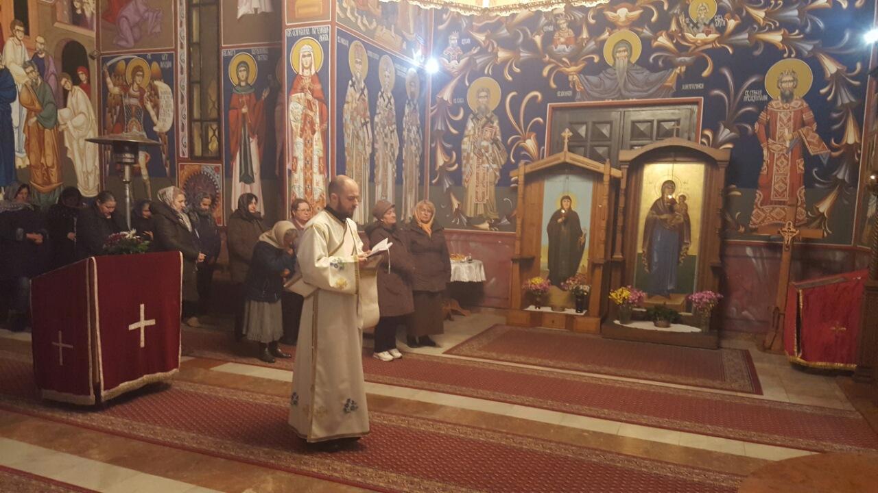 Свеноћно бденије у храму Свете Тројице у Новој Пазови