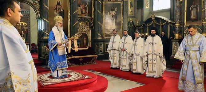На празник Цвети, Његова Светост Патријарх српски Иринеј началствовао је у Саборној цркви у Београду
