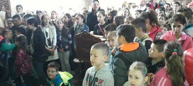 Света Литургија на празник Цвети у храму Свете Петке у Новој Пазови
