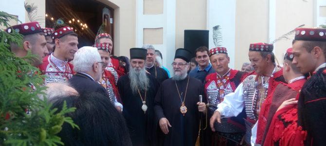 Нетрулежне мошти Светих новомученика јасеновачких свечано дочекане у Старој Пазови