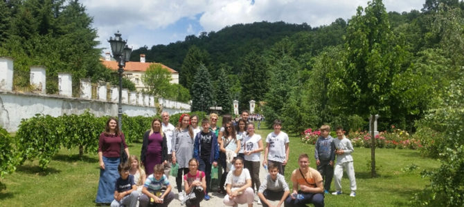 Поклоничко путовање ученика из Београда фрушкогорским манастирима