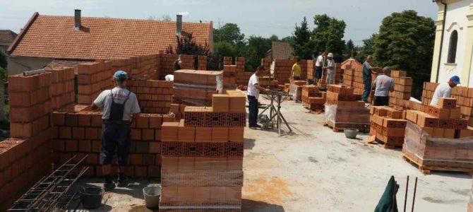 Настављени радови на изградњи црквене сале при храму Сретења Господњег у Новим Карловцима