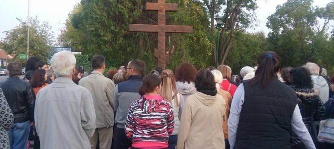 На Крстовдан освећено крсно знамење у Великом парку у Руми