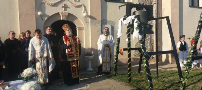 Његово Преосвештенство Епископ сремски Г. Василије освештао звона у храму Преноса моштију Св. оца Николаја у Стејановцима