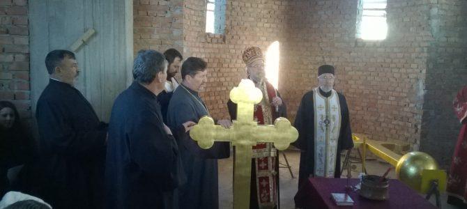 Освећени и постављени крстови на нови храм у Витојевцима