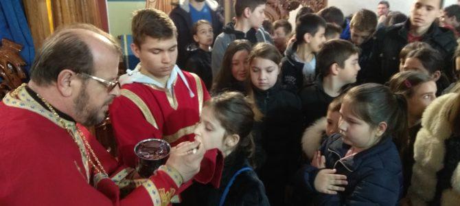 Причешће деце у храму Свете Петке у Новој Пазови