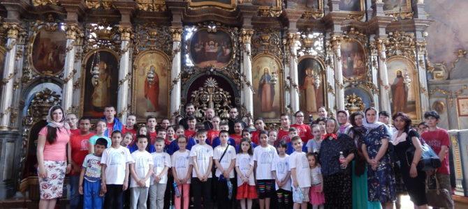 """Поклоњење црквеног хора """"Благовеститељ"""" из Сусека фрушкогорским манастирима"""