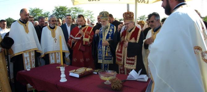 Освећење звона и крстова за новоподигнути храм Светог Матеја у Сурчину