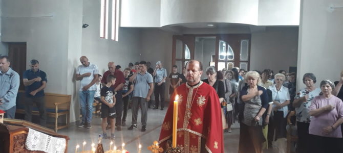 Парастоси у храму Свете Петке у Новој Пазови