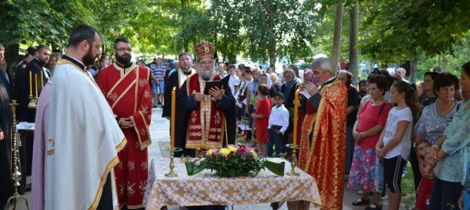 Епископ сремски Василије началствовао вечерњим богослужењем у капели Свете Петке у Вогњу