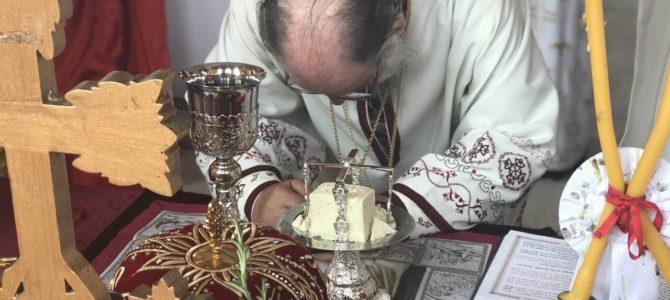 """Епископ сремски Василије одржао помен страдалима у """"Олуји"""" приликом обележавања славе храма на Банстолу"""