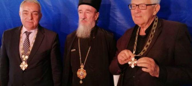Епископ Атанасије уручио Орден Белог анђела I степена др Милети Радојевићу