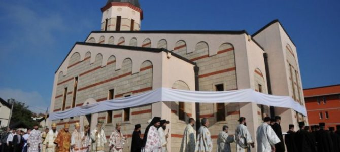 Патријарх Иринеј осветио храм Свете Тројице у Бихаћу