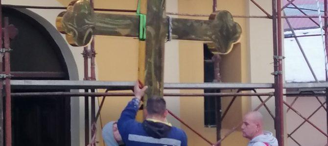 Подизање Часног Крста на храм Св.Оца Николаја у Шиду