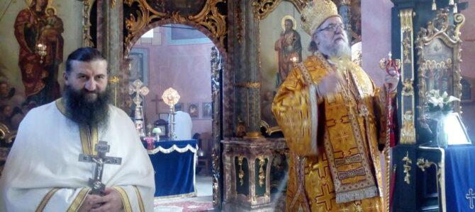 Владика сремски Василије богослужио у Привиној Глави