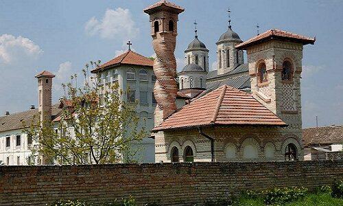 """""""Политика"""" дарује ЦД хора манастира Ковиљ"""