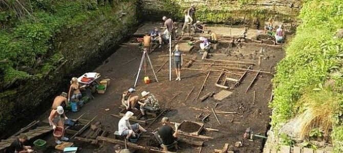 У Великом Новгороду пронађен крст из 12. века