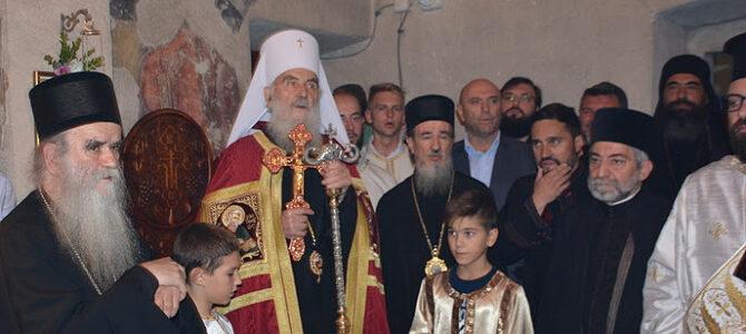 Патријарх српски г. Иринеј: Сви да се угледају на овај народ који дише Богом и благодаћу Божјом