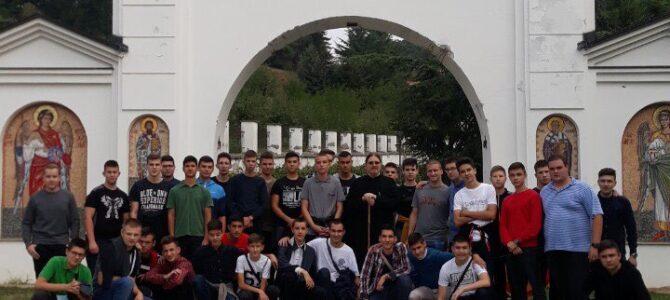 Ученици Карловачке богословије посетили манастире Бешеново и Велику Ремету