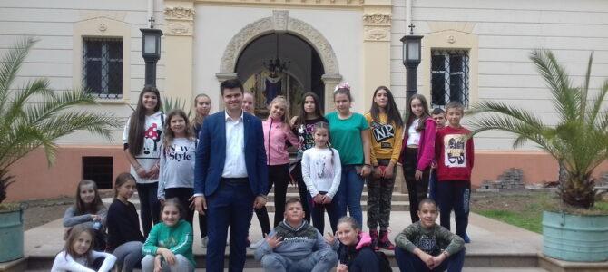 """Ученици ОШ """"Вук Караџић"""" у Сурчину посетили манастире Гргетег, Велику Ремету и Крушедол"""