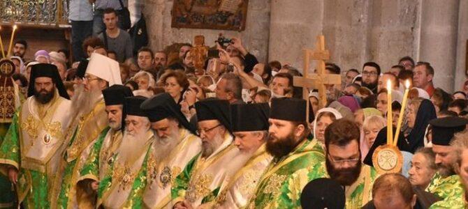 Свештеници СПЦ и из других помесних Цркава саслуживали на Крстовдан на Светом гробу