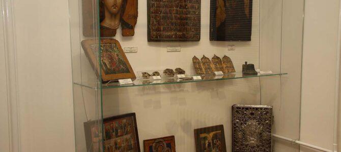 Велико интересовање посетилаца изложбе у Музеју СПЦ