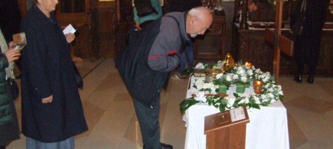 Петроварадински ходочасници у манастиру Раковица