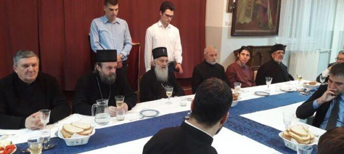 Патријарх српски г. Иринеј посетио Богословију о Божићним покладама
