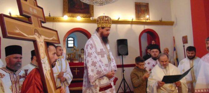 Патријарх српски г. Иринеј даровао Часни Крст за спомен-капелу у Ливну