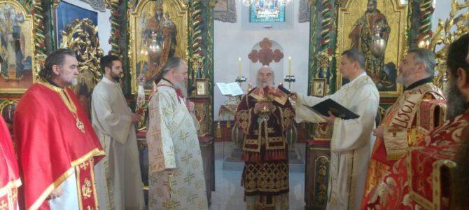Патријарх српски г. Иринеј богослужио у Николајевском храму у Земуну