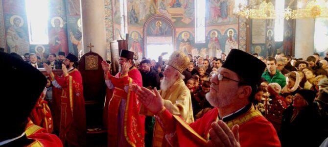 Патријарх српски г. Иринеј богослужиo у Жаркову