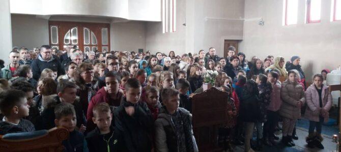Детињци у храму Свете Петке у Новој Пазови