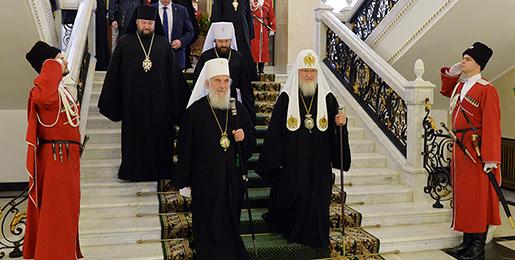 Патријарх Кирил честитао патријарху Иринеју годишњицу устоличења