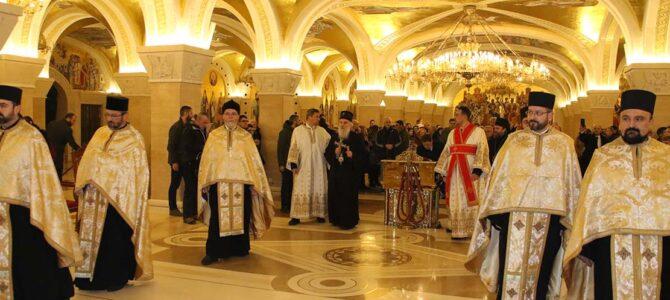 Патријарх српски г. Иринеј на Бадње вече богуслужио у храму Светог Саве