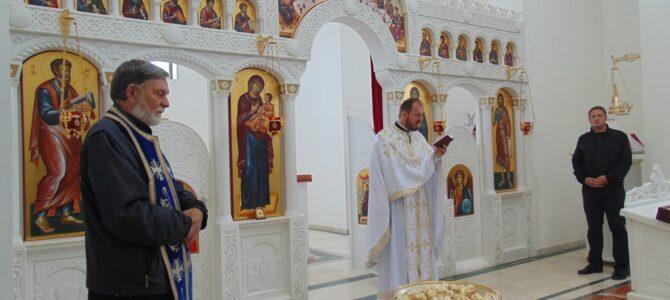 Недеља Светих мироносица у цркви Светог апостола Матеја у Сурчину