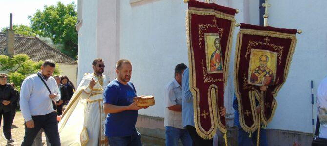 Слава цркве Преноса моштију Светог Николаја у Прхову