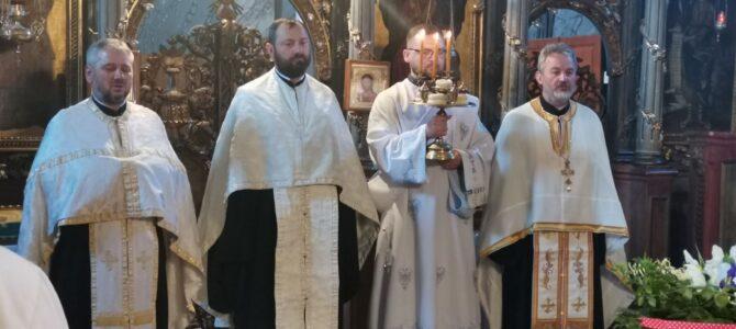 Навечерје славе у храму преноса моштију Светог оца Николаја у Руми